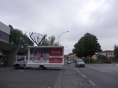 camion-vela-brums-lucca-media-pubblicita