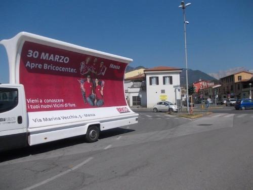 poster-bus-brico-massa-carrara-media-pubblicita